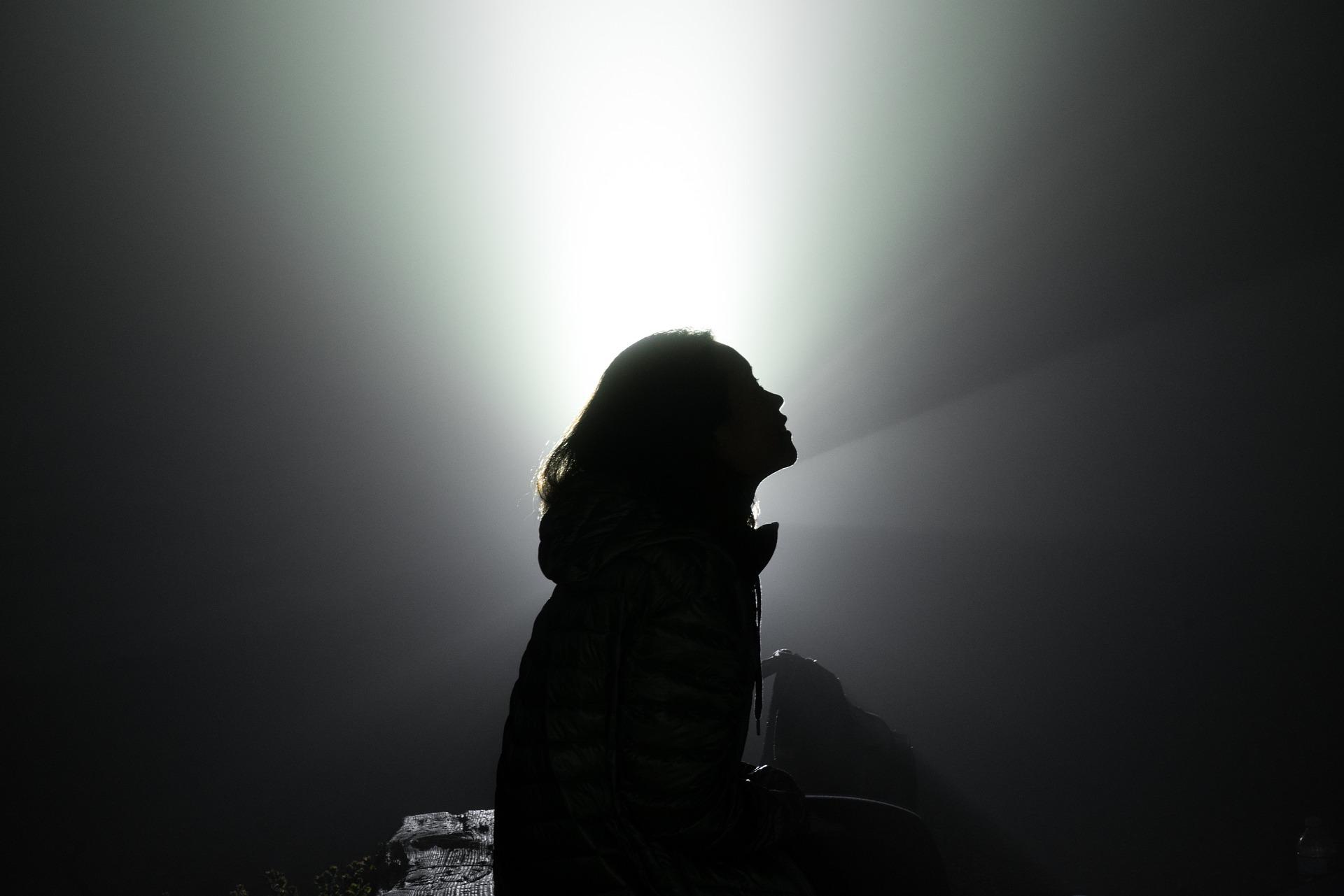 silhouette-2606648_1920